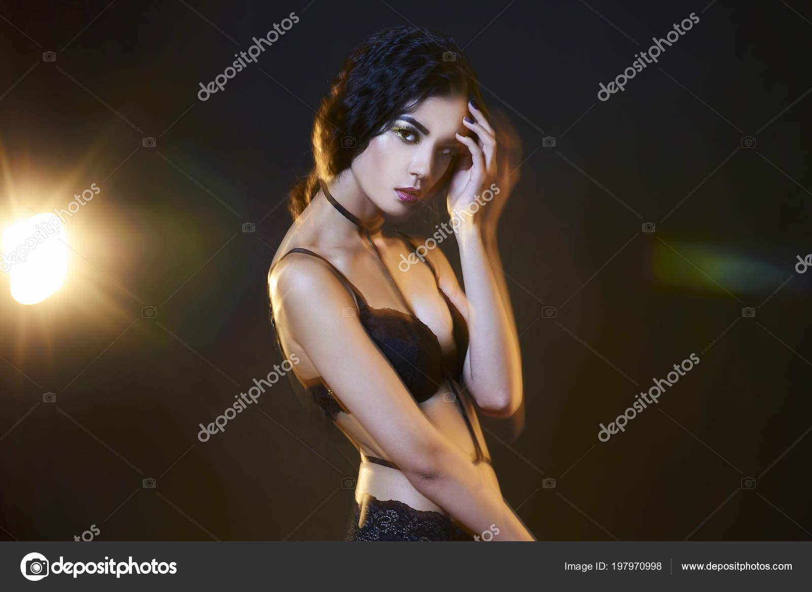 striptiz-zhenshini-seksualnoy-baba-s-bolshimi-dirkami