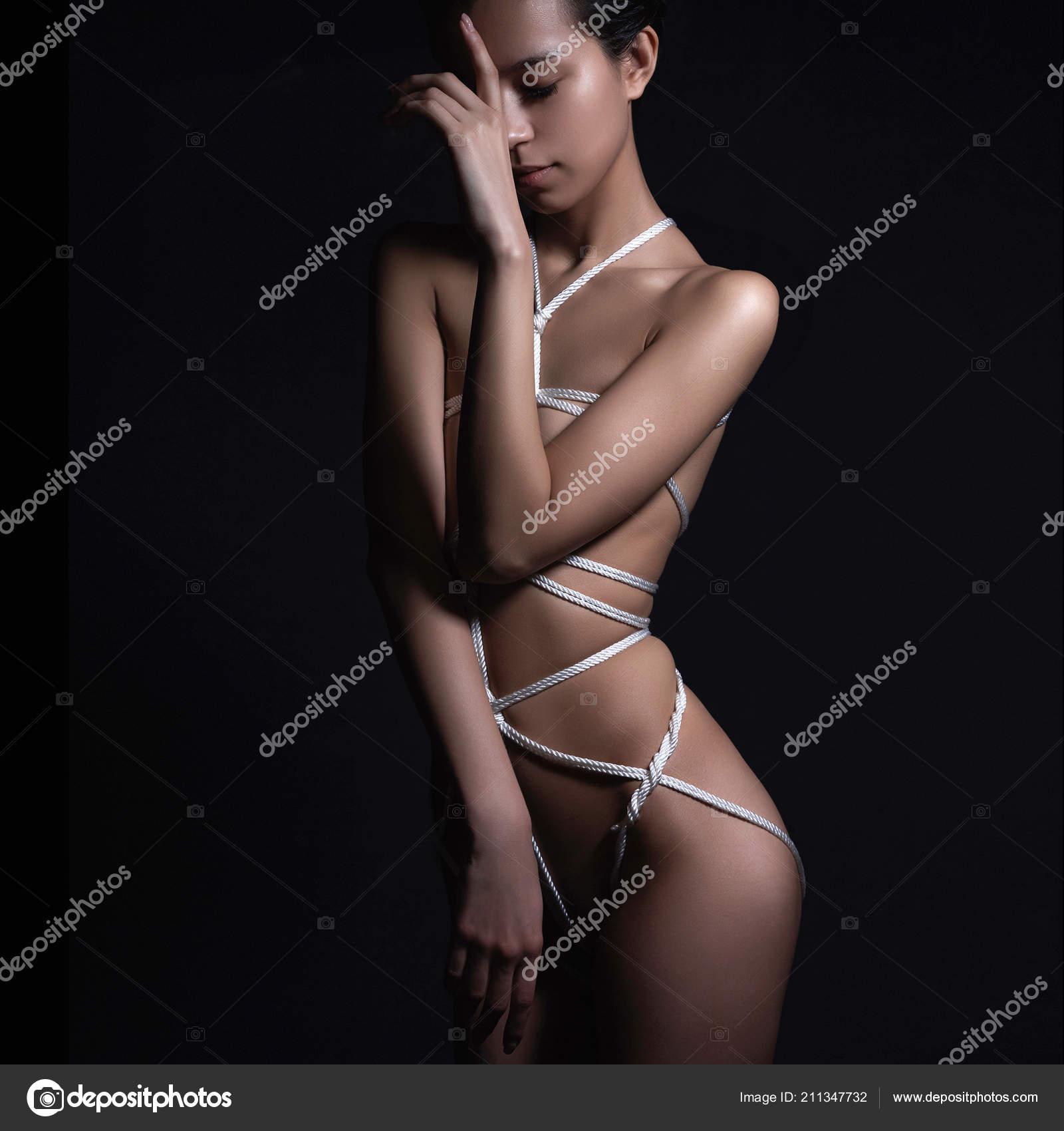 seks-teshey-goloe-krasivoe-gibkoe-telo-foto-marinu-amatorskiy-minet
