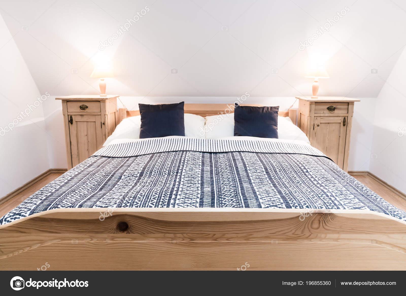 Letto legno due persone camera luminoso accogliente letto