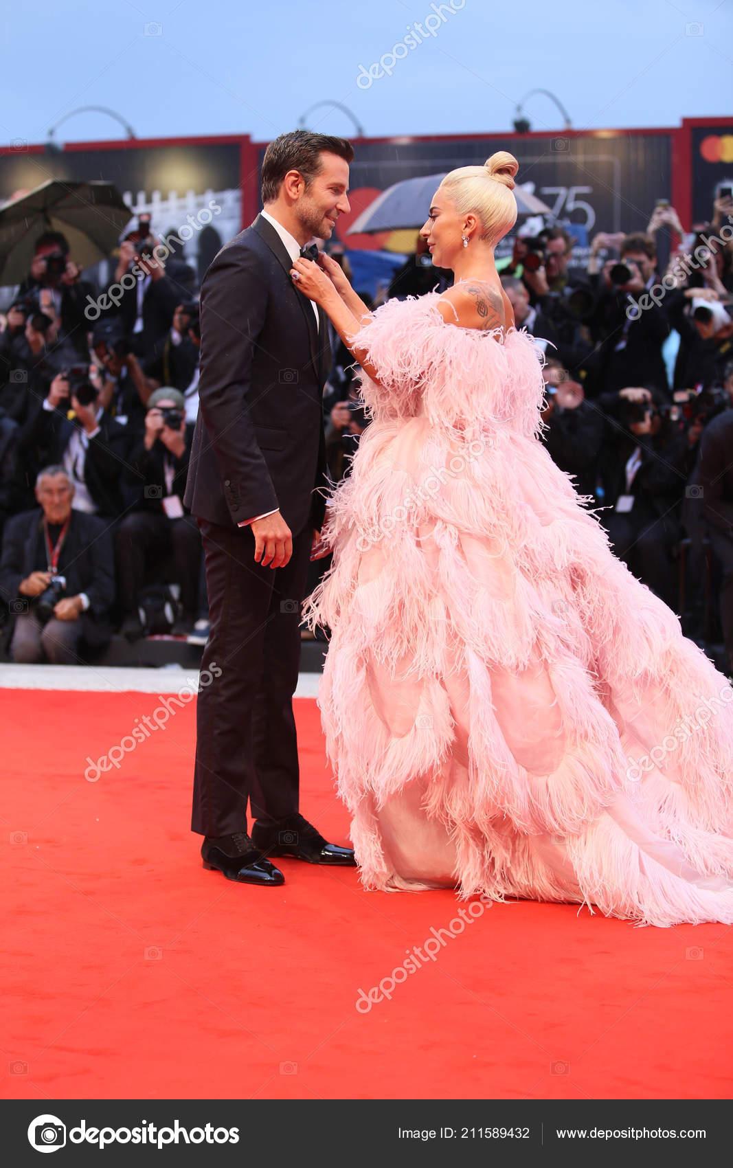 Bradley Cooper Lady Gaga Marche Tapis Rouge Devant Star Born Photo