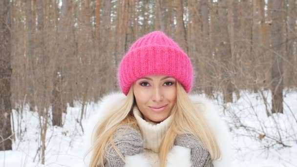Young caucasian woman in a winter park or forest