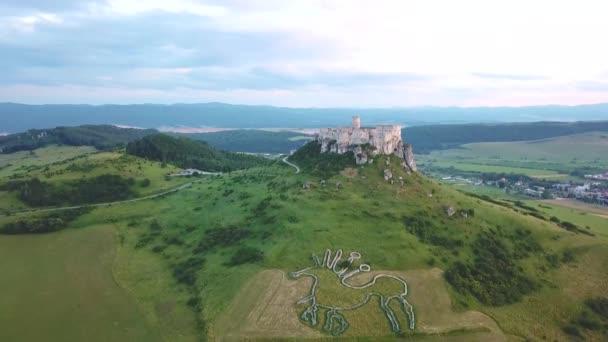 Letecký pohled na hrad Security Parameters Indexes (SPI, Spisk) v létě, druhý největší hrad ve střední Evropě, UNESCO, Slovensko