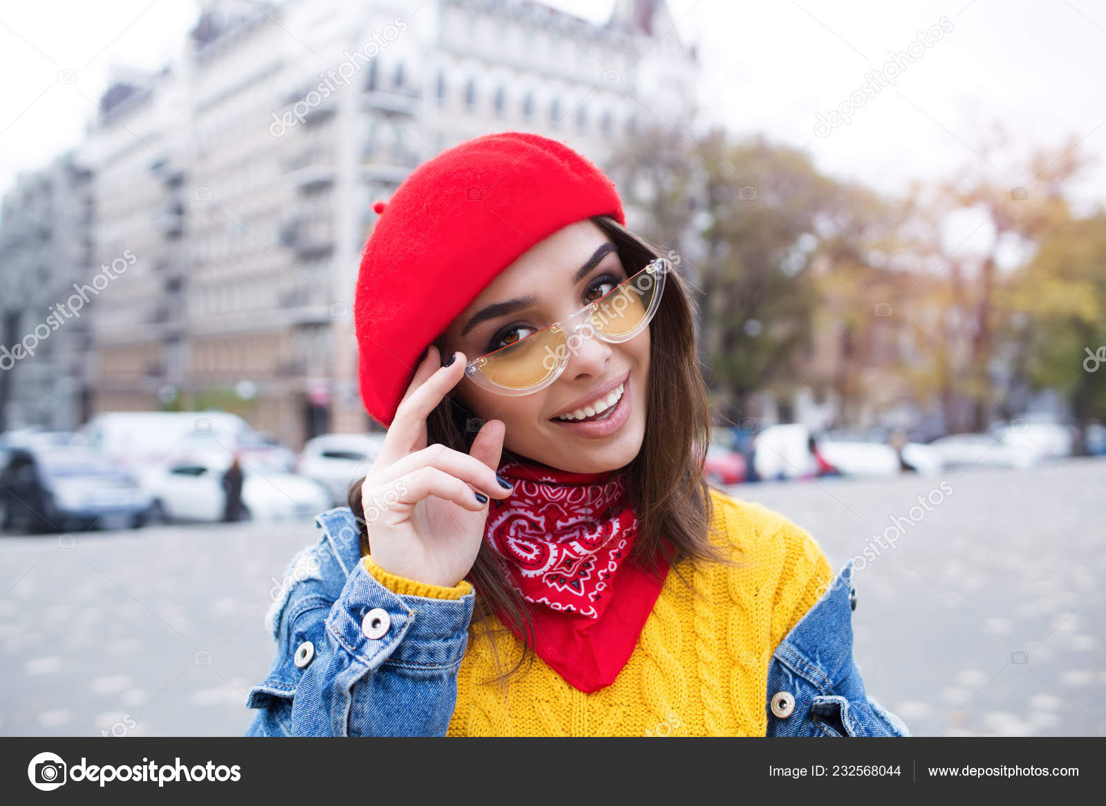 e692b0ee569 Close up shot of stylish young woman in sunglasses smiling against city  street background. Beautiful female model with copy space — Photo by ...