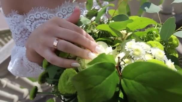 wedding, bride handles petals in a bouquet