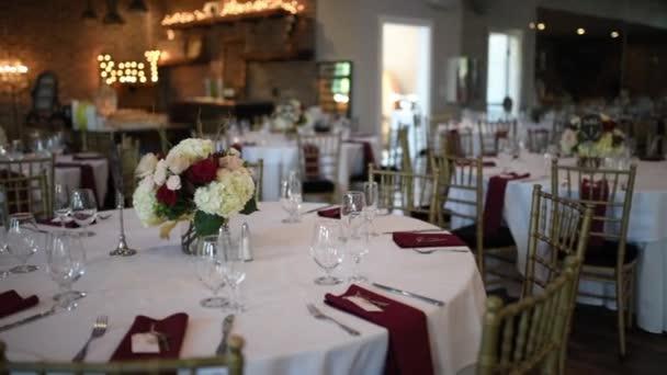 schöne servieren exquisite Hochzeitstisch, Dekor