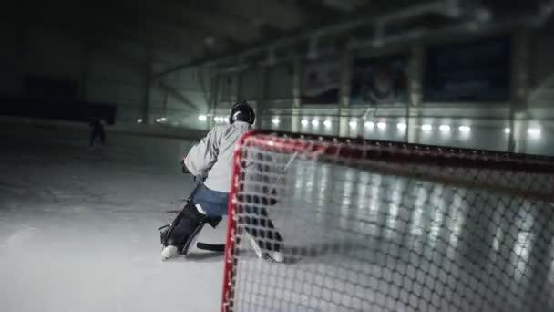 Hokejista má udělat vynikající bulid nepřítele před branami