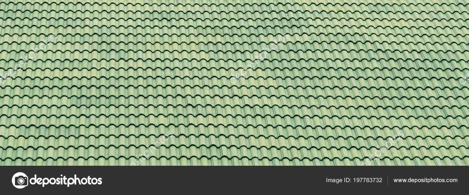 Bekend Patroon Van Groene Dakpannen Het Platform Achtergrond — Stockfoto IV04