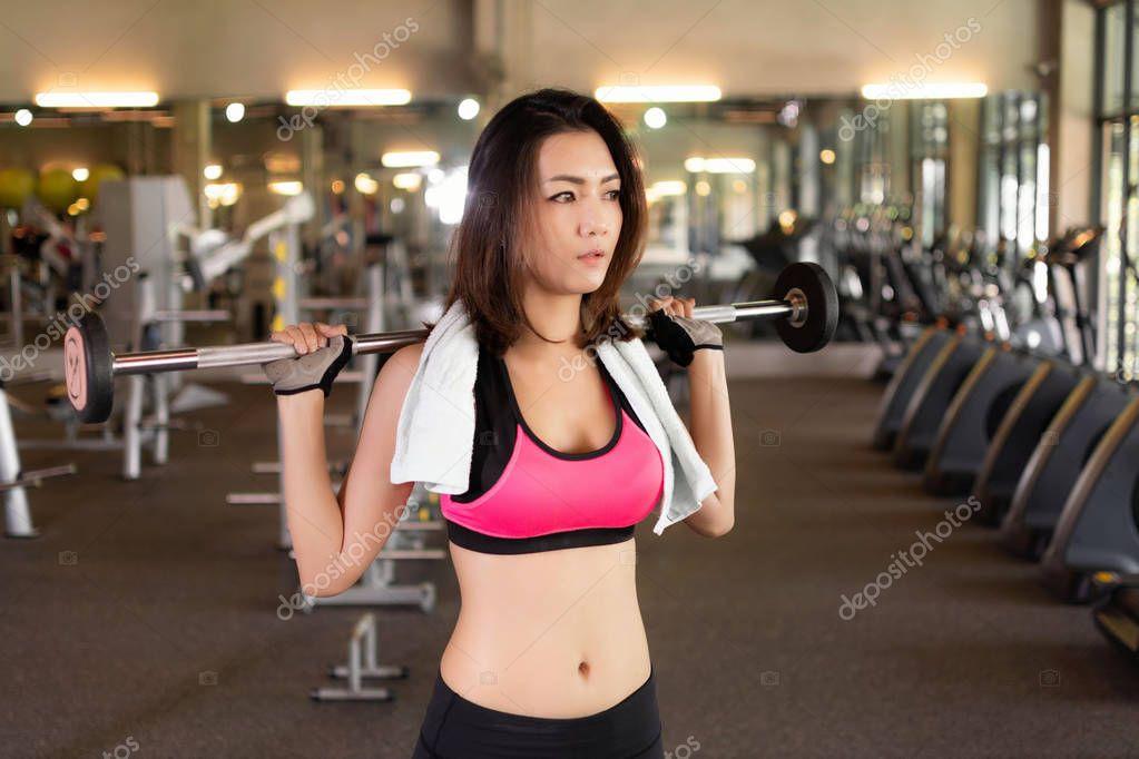 фото азиатские девушки в спортзале сопротивлялась, страстно