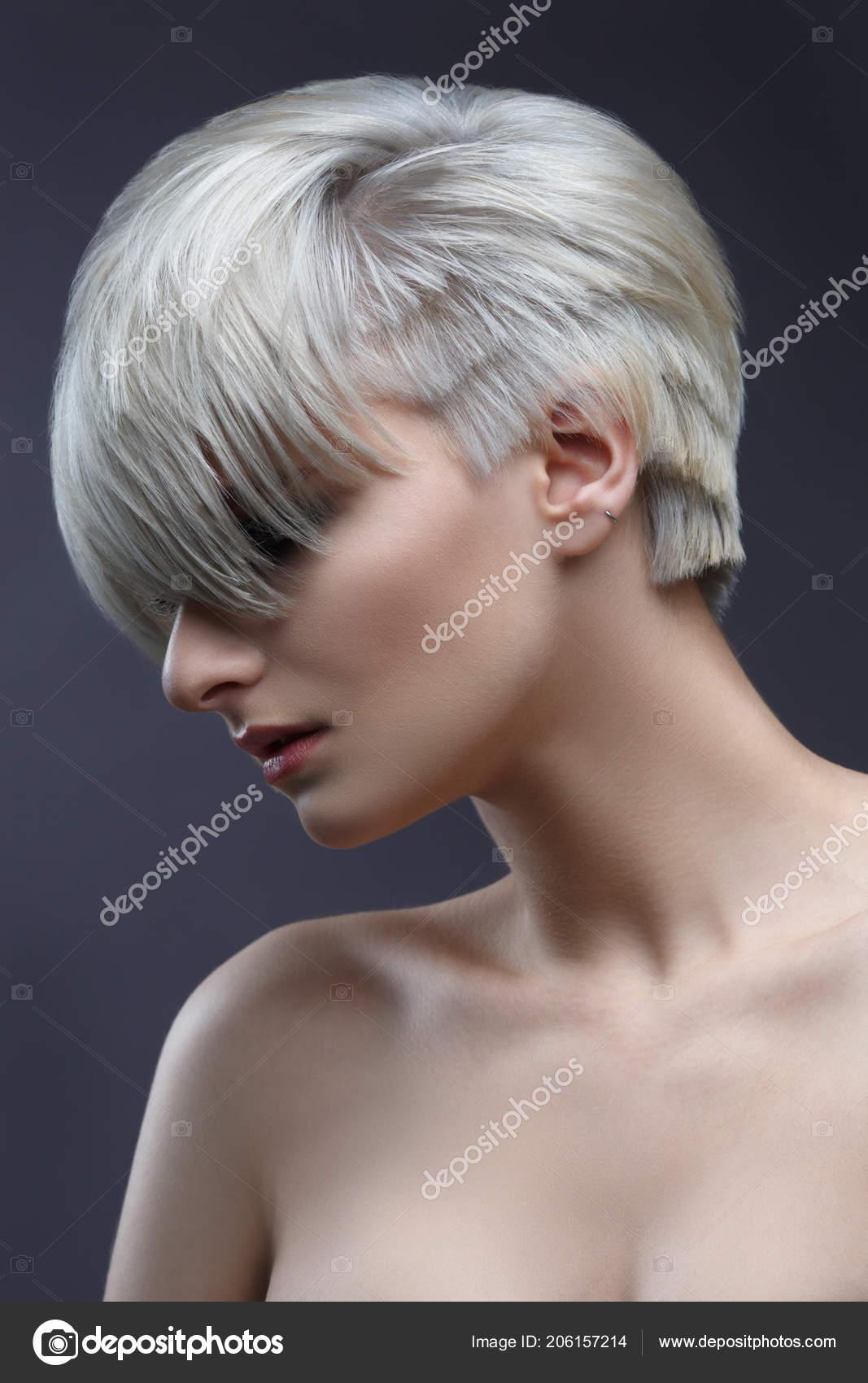 Schönheit Porträt Der Blonden Frau Mit Stilvollen Kurz