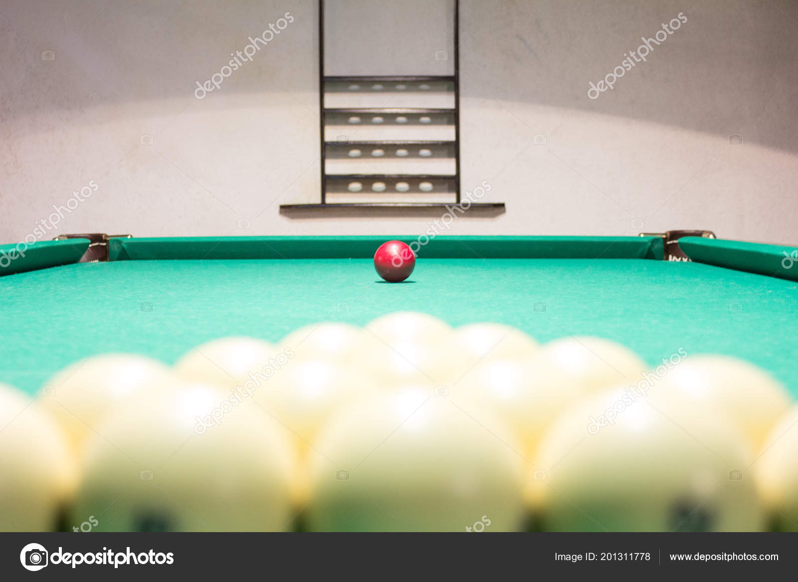 What is the difference between Russian billiards and American billiards