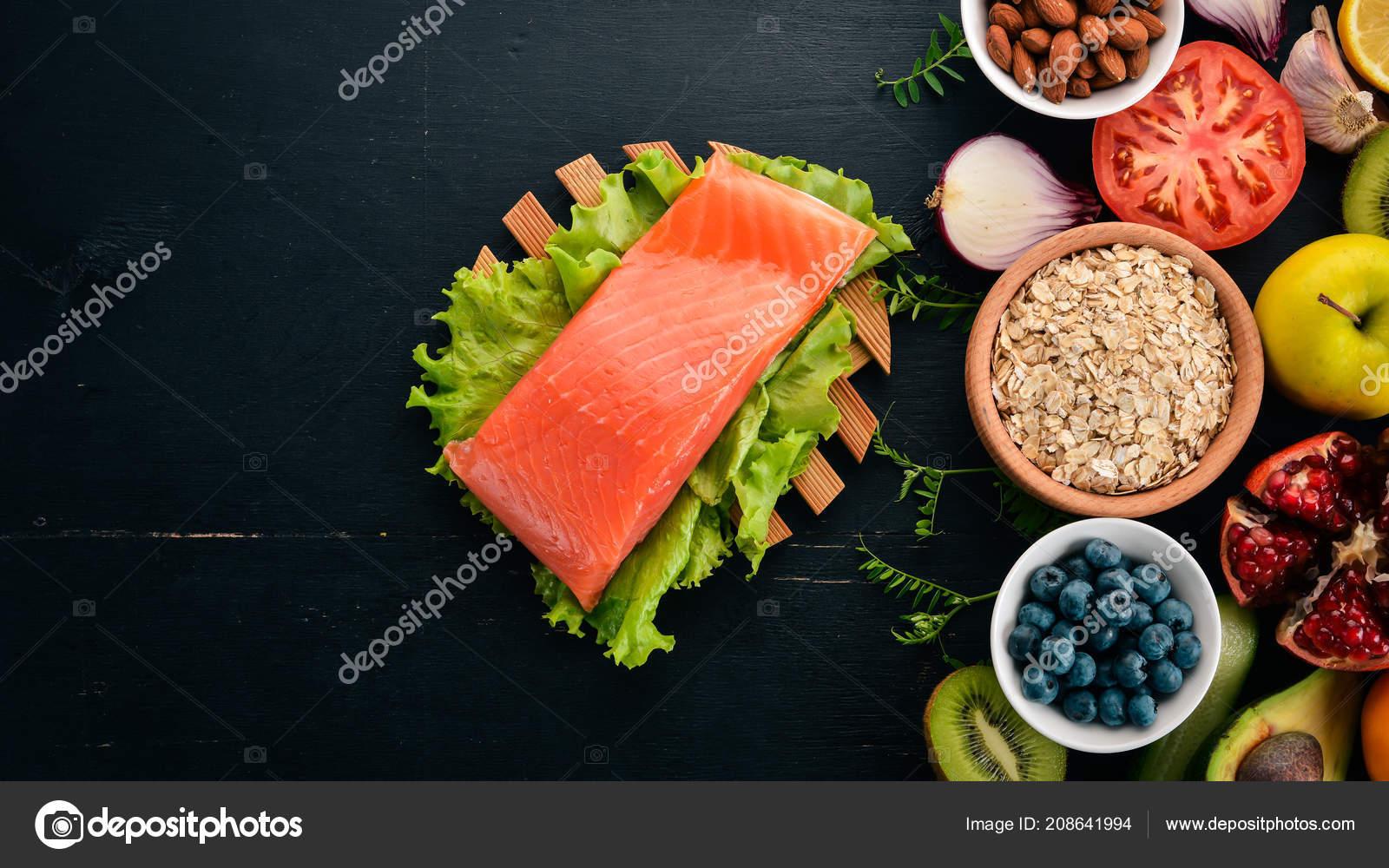 1a7ed3852 Conjunto Alimentos Saudáveis Peixe Nozes Proteínas Frutas Legumes Frutas  Sobre — Fotografia de Stock