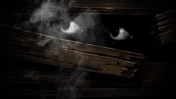Csapdába esett a sötét látszó átmenő egy lyuk 4k hurok jellegét meghatározza egy szempár nézett körül a sötétben mögül egy fából készült fal, amely tört ki a füst emelkedik, minden-ban egy hurok indák deszkán.
