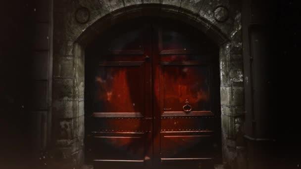 Ghost árnyék ajtók a pokol 4k Loop funkciók régi piros ajtók egy ősi téglafal, az árnyék egy szellem, az ajtók, a hurok úszó.