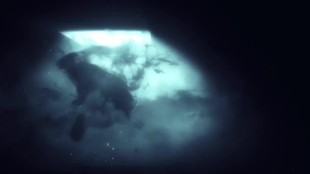 Sötét magzati alak izzó fény és füst 4k loop funkciók a test egy gyermek vonzott a füst indák egy izzó fény fénylő le felülről egy hurok