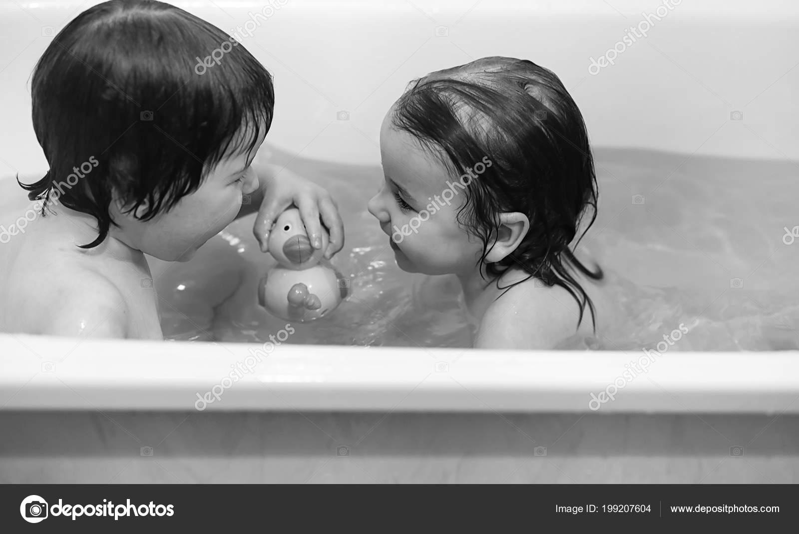 Трахает сын маму в ванной фото, в ванной с мамой - порно фото поиск 33 фотография