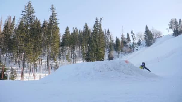 extrémní snowboarding a lyžování