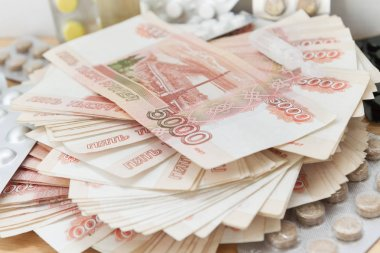 Pills and drugs with large Russian money lie on the table