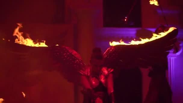 сторона фотографировали горящее крыло баннер