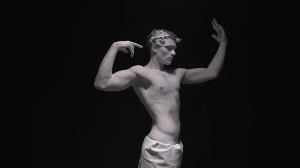 Szabadság-szobor a görög titan elfordítja a fejét, és úgy néz ki, body art, töltsük fel