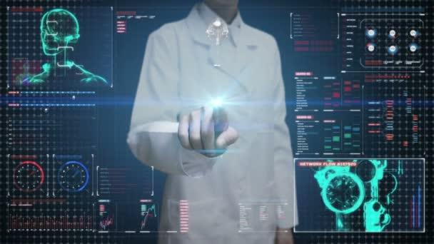 Ženský doktor se dotýkal digitální obrazovky, skenuje tělo kyborgského robota v digitálním rozhraní. Umělá inteligence.
