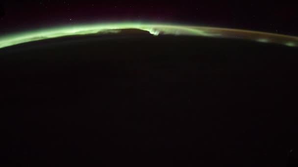 Rotierende Erde mit Aurora und Stern, wie von der internationalen Raumstation ISS zu sehen. Zeitraffer 4k. Bilder mit freundlicher Genehmigung von Nasa Johnson Space Center. Verkleinern Sie die Ansicht