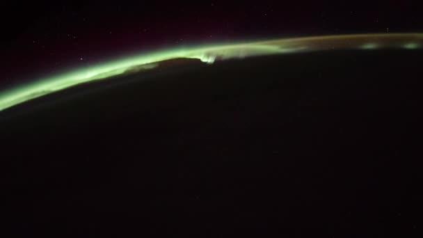 Rotierende Erde mit Aurora und Stern, wie von der internationalen Raumstation ISS zu sehen. Zeitraffer 4k. Bilder mit freundlicher Genehmigung von Nasa Johnson Space Center. Rechts drehen