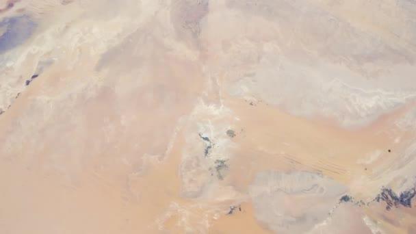 Rotierende Erde mit Sahara-Wüste, wie von der internationalen Raumstation ISS zu sehen. Zeitraffer 4k. Bilder mit freundlicher Genehmigung von Nasa Johnson Space Center. Rechts drehen