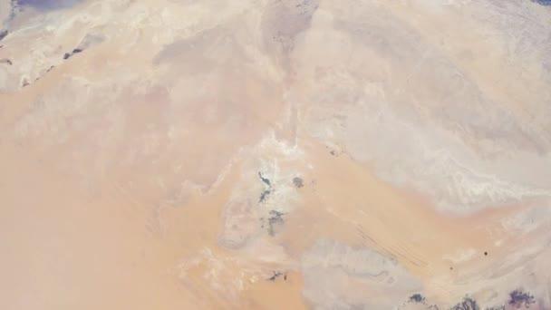 Rotierende Erde mit Sahara-Wüste, wie von der internationalen Raumstation ISS zu sehen. Zeitraffer 4k. Bilder mit freundlicher Genehmigung von Nasa Johnson Space Center. Verkleinern Sie die Ansicht