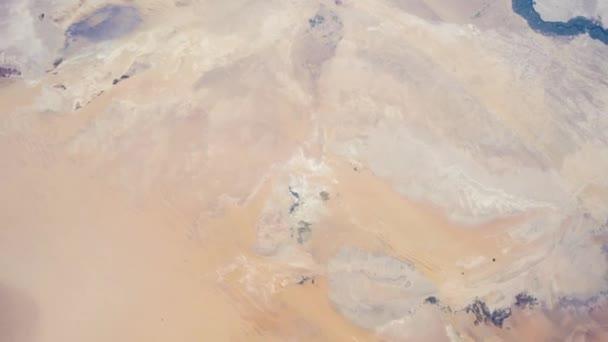 Rotierende Erde mit Sahara-Wüste, wie von der internationalen Raumstation ISS zu sehen. Zeitraffer 4k. Bilder mit freundlicher Genehmigung von Nasa Johnson Space Center. Zoom in