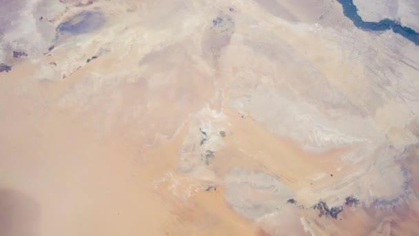 Rotierende Erde mit Sahara-Wüste, wie von der internationalen Raumstation ISS zu sehen. Zeitraffer 4k. Bilder mit freundlicher Genehmigung von Nasa Johnson Space Center