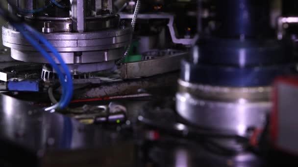 Výroba ložisek. Stroj