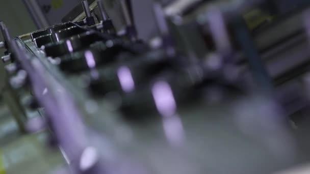 Výroba ložisek v továrně