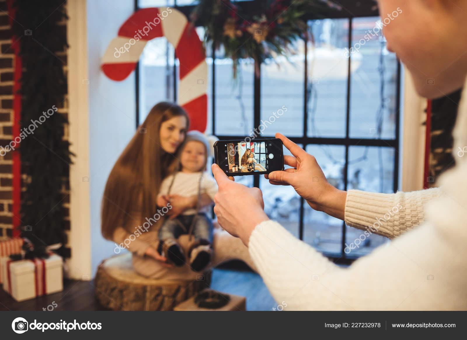Theme Mobile Photography Amateur Photo Video Phone Hands Caucasian