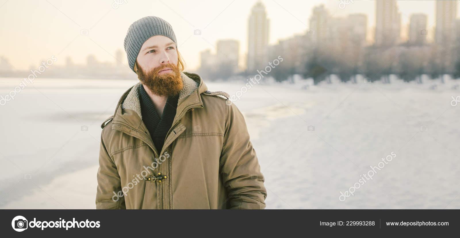 Primer Plano Caucásica Joven Hombre Pelirrojo Barba Sombrero Abrigo ...