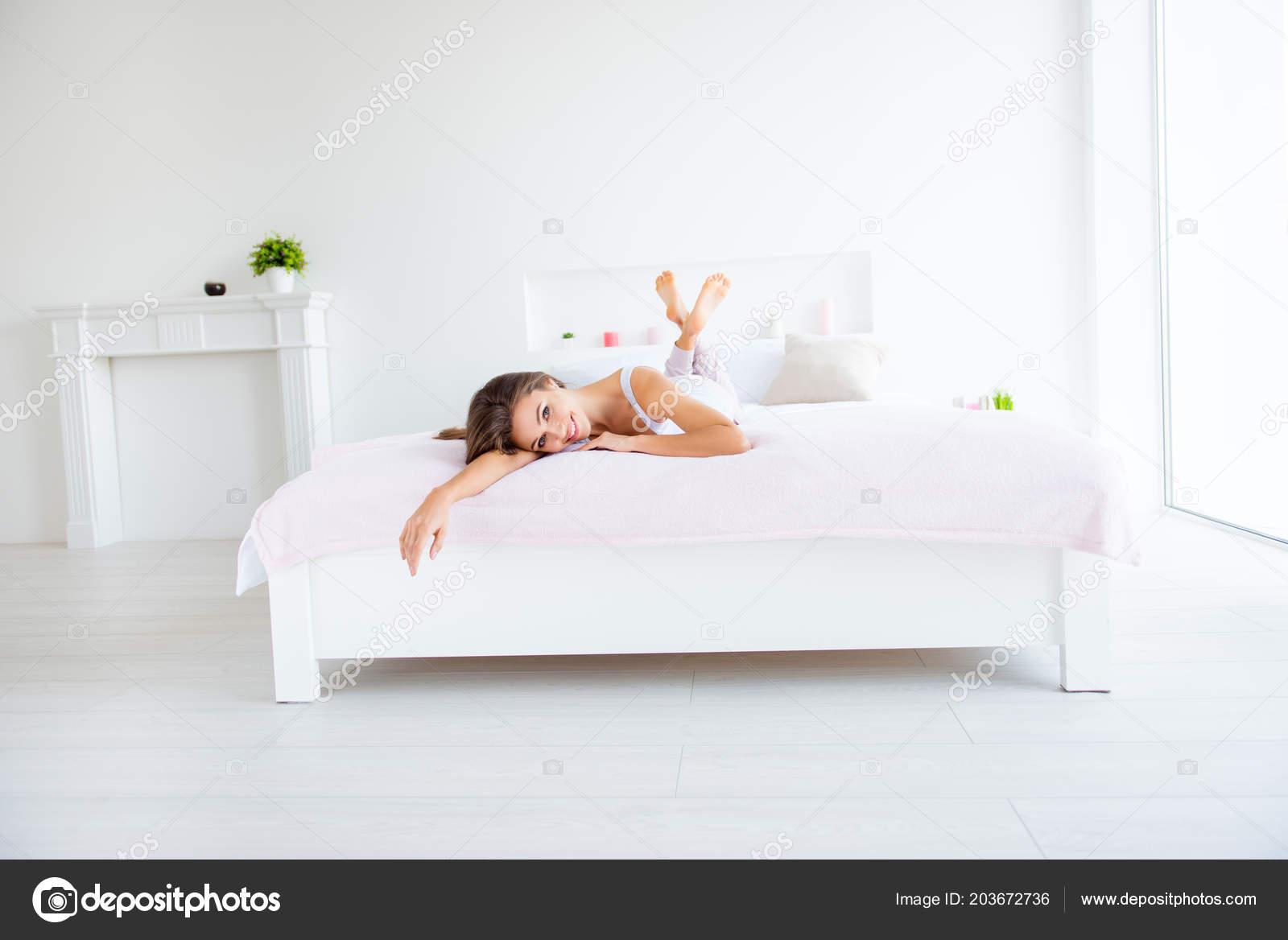 nezhnaya-v-posteli