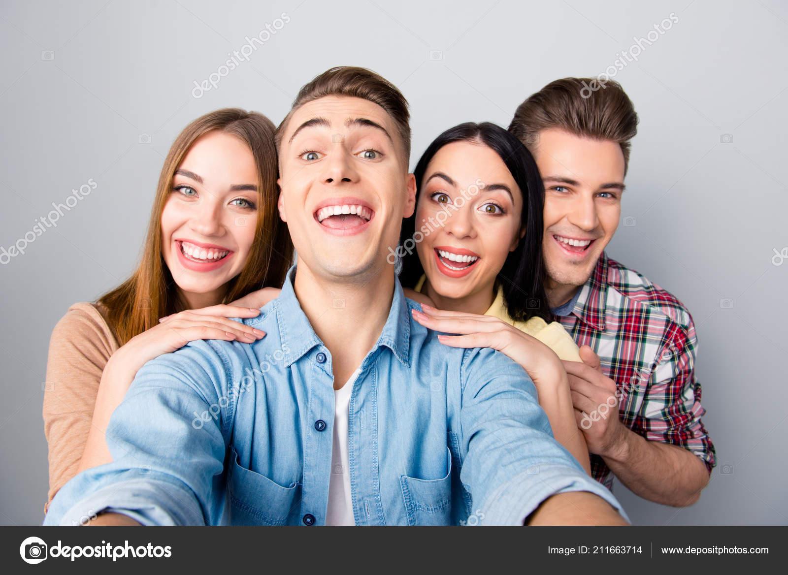 Две девушки и двое парней