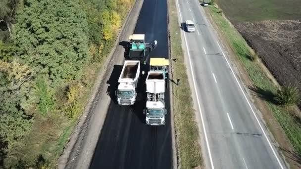 Ukrajina, Dněpr - 11. října 2018: Oprava chodníku na dálnici