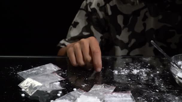 Drogenpulver in Tütchen verpackt