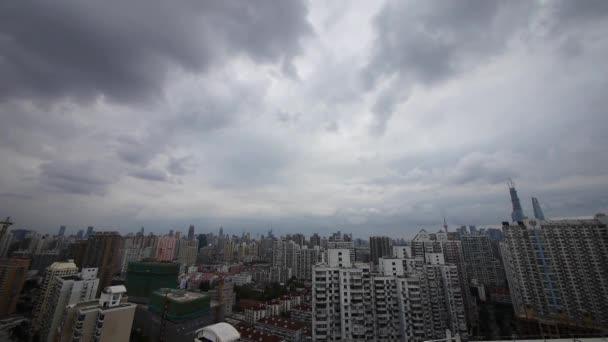 Időközű felhős felett shanghai épület háttér, Kína.