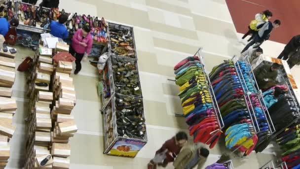 LookDown lidí nakupování oblečení  boty v shopping mall, Čína