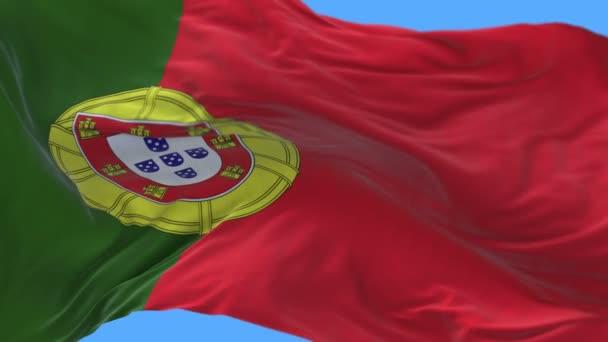 4k közelről Portugália zászló lassú integetett a szél. alfa-csatorna mellékelve.