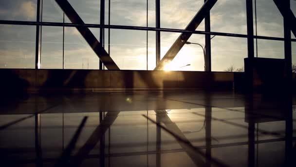 Alulnézet utas lábak séta a repülőtér terminál, utazás, nyaralás