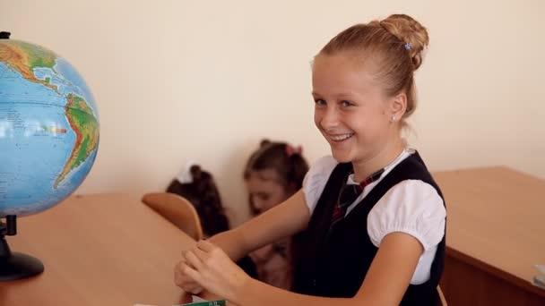 iskolás egységes mosolyogva osztály