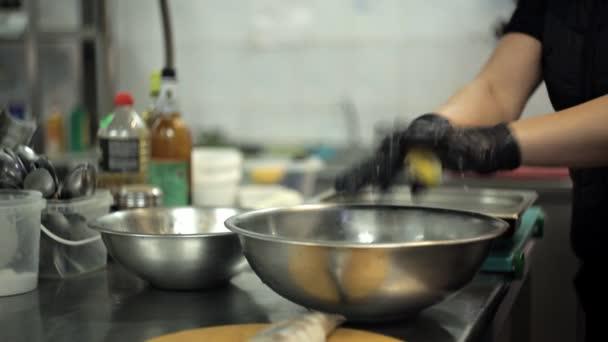 Fisch kochen. Zubereitung von Fisch zum Braten