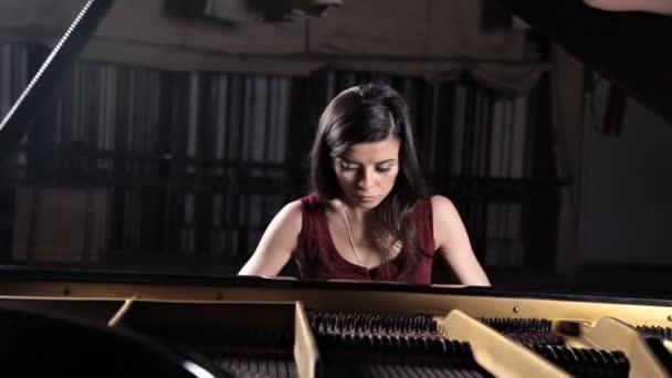 zongora klasszikus zenész zenelejátszó. zongoraművész zenei hangszer zongora