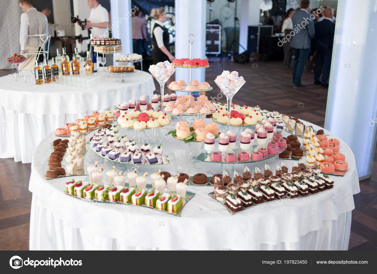 Brilliant Hochzeit Dessert Bar Und Candy Buffet Hochzeit Tisch Home Interior And Landscaping Spoatsignezvosmurscom