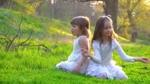 šťastné děti v parku