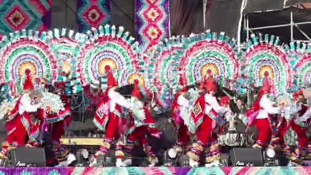 Mexico City, MEX 01/12/2018. Tanečníci provést Quetzales tanec na sobě a barevné tradiční obleky, jako součást kulturních aktivit na mexický prezident nadávky. Tk1