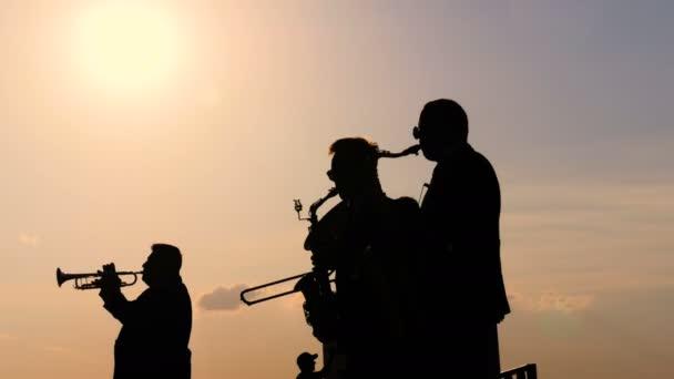 Fúvószenekar fúvós hangszereken
