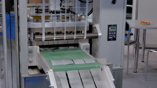 Tablet pharmaceutical blister packaging machine